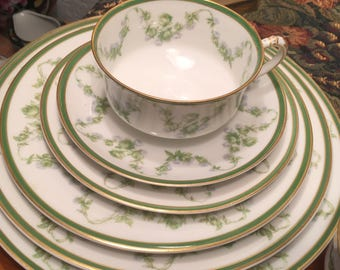 110 Pieces. Haviland Limoges Dinner service for 12.