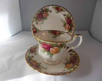 Royal Albert  trio, Old Country Roses, bone china trio, 1962 china, English bone china, traditional design, English tea set,