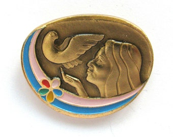 Peace, Badge, Woman with Dove, International Friendship, Rare Vintage collectible badge, Soviet Union Pin, Made in USSR, 1980s