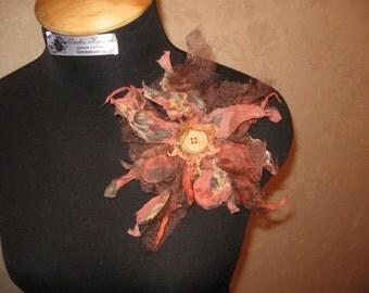 Felting big bright brooch in the style of boho .Sherst, silk, beads zhemchuga.Otlichny gift.