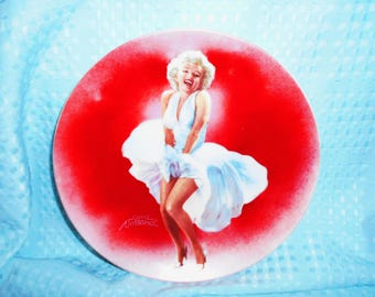 """Delphi Collector Plate """"Marilyn Monroe""""/ The Famous 7 Year Itch/From The Estate Of Marilyn Monroe/1st Issue in the Collection/New /1990"""