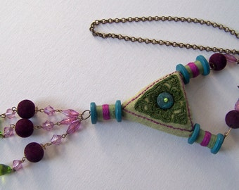 bohemian textile jewelery, in green and pink shades, a real eye-catcher. Very light wear.