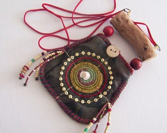 A wonderful natural talisman pouch, in natural shades. can be worn around the neck as jewelry.
