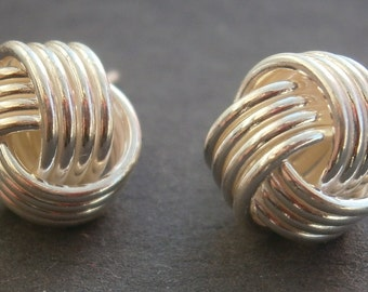 Z62) One pair of retro 925 sterling silver wire Celtic love knot stud earrings