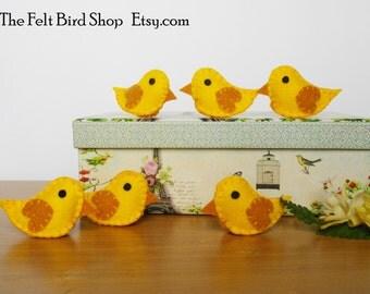 Felt chicks. Chicks ornaments. Birds ornaments. Nursery decor. Baby room decor. Living room decor. Cute chicks.