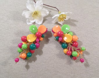 Beautiful Vintage Silver Tone Pair Of Multi Color Lucite Beaded Dangle Clip On Earrings  DL#2667