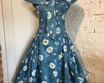 Cute Vintage 1950s-1960s Daisy Print Summer Dress