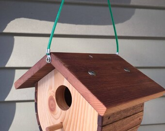 Barrel birdhouse