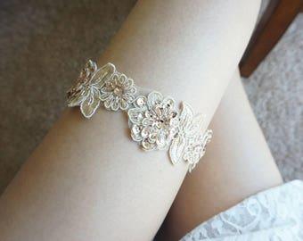 Gorgeous gold wedding garter, champagne gold garter, gold lace garter, gold garter set, bridal gold garter, rose gold garter, light gold