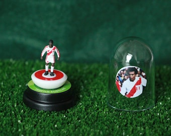 Teófilo Cubillas (Peru) - Hand-painted Subbuteo figure housed in plastic dome.