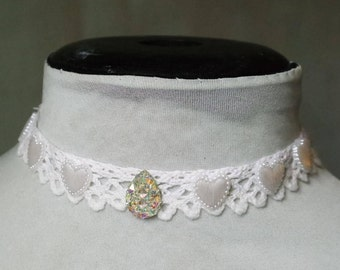 Lace crystals choker, White gemstone and hearts choker, White vintage lace choker, Pastel goth choker, rave choker, Lolita wedding necklace