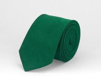 Green tie, emerald green tie, green linen necktie, wedding tie, groomsmen tie, green bow tie, green mens tie, bow tie for men, boy bow tie