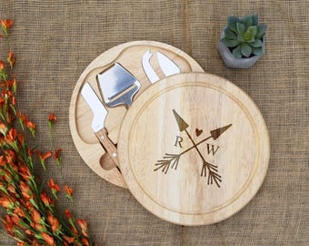 Arrow Heart Round Cheese Board with Cheese knives tools, Custom Cutting Board, Personalized Cutting Board, Custom Cheese Board, Wedding gift