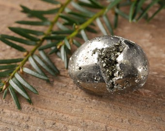 One Shiny PYRITE Stone with Pyrite Crystal Cluster- Protection Stone, Fools Gold Stone, Pyrite Cluster, Pyrite Jewelry, Pyrite Pendant E0231