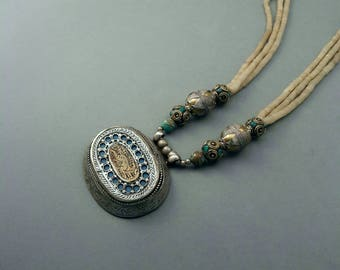 Turkmen necklace from turkmenistan with jade beads
