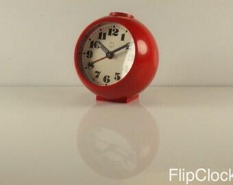 Round 70s red plastic fantastic alarm clock!
