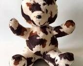 Ours KOW - Peluche artisanale de collection en Fausse Peau de vache - Boite à Meuh