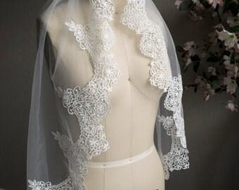 Unique Lace Veil Fingertip length, lace edge, fingertip length veil, bridal veils, short veils, custom veils, crochet lace, Light ivory veil