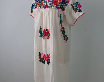 Short Dress with Hand Embroidery, Oaxacan Dress, Floral Embroidery, Mexican Dress