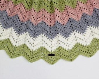 """Organic baby blanket """"Bente"""" in a beautiful zigzag pattern crochet"""