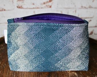 Vintage Petrol Blue & Silver Crimplene Makeup Bag. 1960s Geometric Print. Vintage Makeup Bag. Vintage Cosmetic Bag. Retro Makeup Bag. Gift.