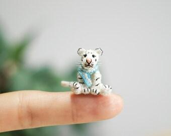 Miniature Crochet white Tiger, Tiny white tiger, Mini Tiny Dollhouse, Miniature Animals