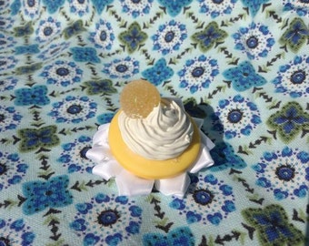 Lemon candy and cream hair clip