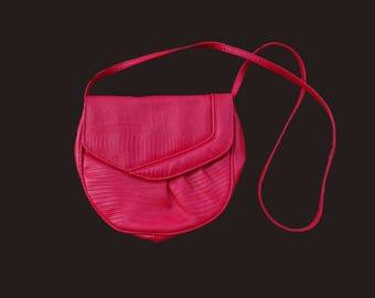 Vintage round crossbody, Red crossbody, 90s crossbody bag, vintage red bag, small red crossbody, long strap bag, capacious crossbody bag