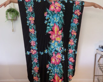 Amazing 70s Hawaiian Kaftan With Pleats and Tropical Florals Free Size Black Pink Blue VINTAGE RETRO