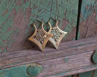 Earrings Brass Flower Triangle / Boucles d'oreilles Fleur Triangle en Laiton