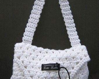 elegant white handy crochet handbag shoulder bag with wood button