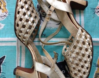 Vintage 1940's off white cream Satin and Faille peep toe sandals 7 1/2 M