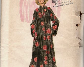 Vogue 9353 1970s Misses Very Loose Fitting Very Easy Caftan Pattern Pullover Tent Dress Womens Vintage Sewing Pattern Size 18 Bust  40 UNCUT