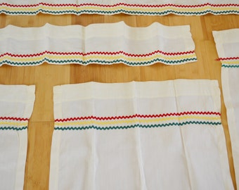 on sale Vintage Set of Curtains Ivory Red Yellow Green Similar to Hudson's Bay Four Points Blanket Colors Like New