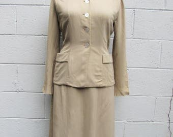 Beautifully tailored 1950s Glenhaven Lightweight gabardine in a pale beige suit