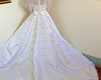 Vintage wedding dress, Lace Wedding gown, Sheer mesh sleeves, Beaded Pearl collar,  Full princess skirt, super Long Train, Satin ball gown