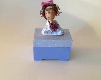 wood box  ,lilac,purple,pink,rose,white,wood box ,bête en bois,coffre à bijoux,art doll,poupée d'art,treasure boxe,