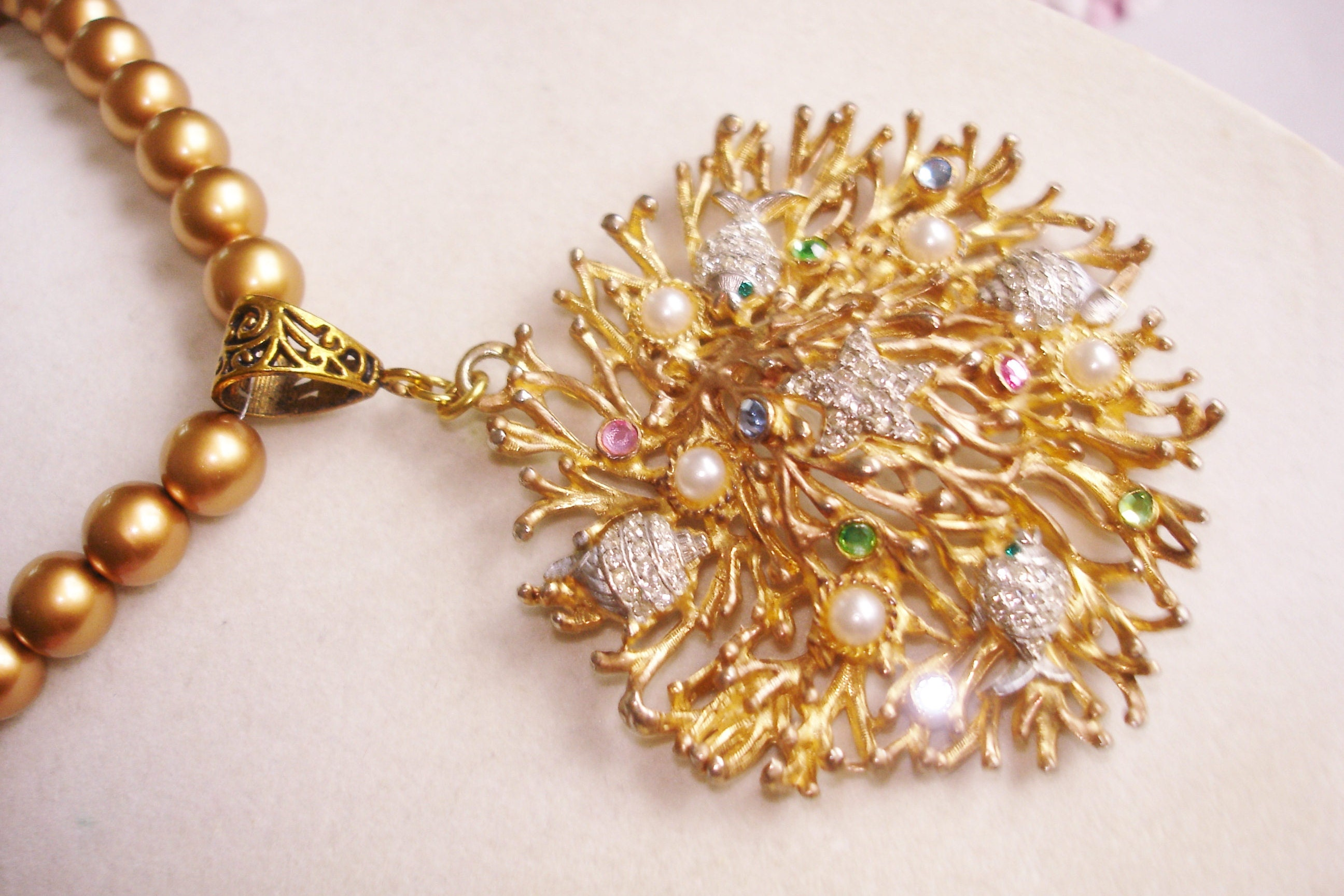 signed craft sea shell rhinestone pearl bead necklace gold