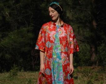 Free Size... 70s Floral Robe... Vintage Boho Couture Lounge Wear... Kimono Inspired Print
