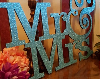 wood mr and mrs wedding sign wall decor , wedding signage , wedding photo prop , couples gift ideal , mr and mrs table sign , ceremony sign