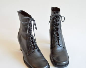 Vintage 1990s black LEATHER ankle boots / 7