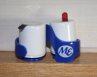 Midwest Express Airlines Salt and Pepper Set late 1980s Milwaukee