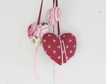 Trio of hearts Rosebuds Ornament to hang on the door or on the wall Pink Burgundy Red Valentine Day Girl's Bedroom Romantic Victorian