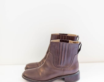 L.L.BEAN brown leather chelsea ankle boots - women's size 6 W