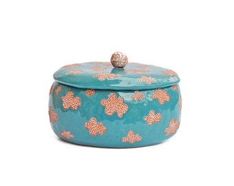 Adorable small box for treats in cloud pattern