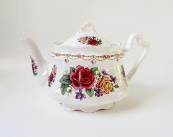 English Teapot Staffordshire Arthur Wood & Son Vintage Red Yellow Roses Floral Design White 4 Cup China Shabby Chic Cottage Chic Retro 1970s