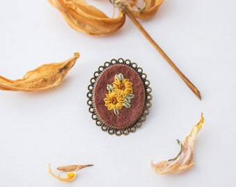 Yellow Sunflowers Label Pin, Hand Embroidery Flower Pin, Gift for Her, Hand Embroidered Brooch Pin, Yellow Flower Brooch, Scarf Accessory