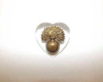 Vintage WW2 1940s large sweetheart Grenadier Guards brooch pin heart perspex metal cap badge British wartime Military Militaria