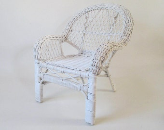 Miniature Wicker Porch Chair, Vintage White Mini Doll Display Traditional Design Photo Prop