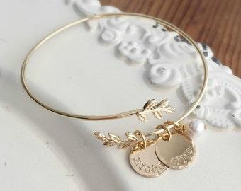 Personalized Bracelet . Personalized Bangle Bracelet . Mothers Day . Gold Bracelet . Custom Bracelet . Mother Bracelet . Engraved